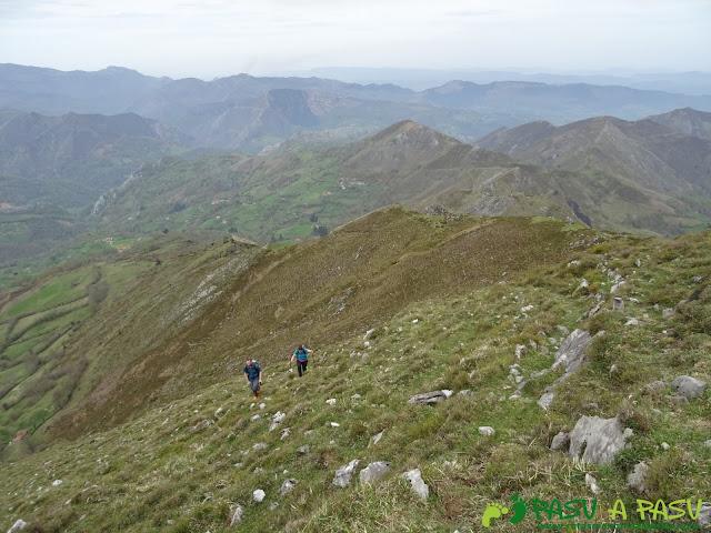 Subiendo al Pico Facéu, Piloña