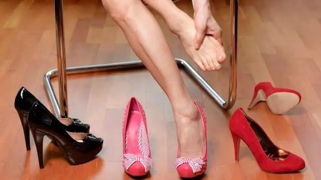 Érdemes utánajárni, mi okozza a lábfejfájdalmat, mert komoly gerincbetegség is állhat a hátterében