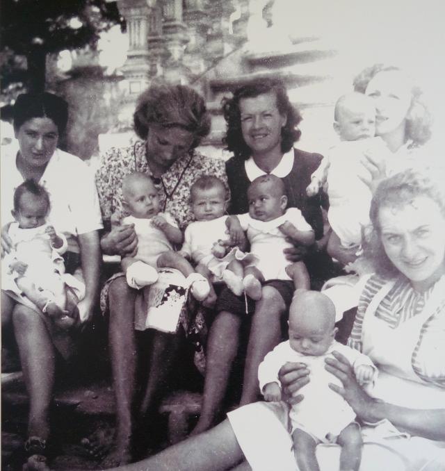 Algunes mares de la maternitat.