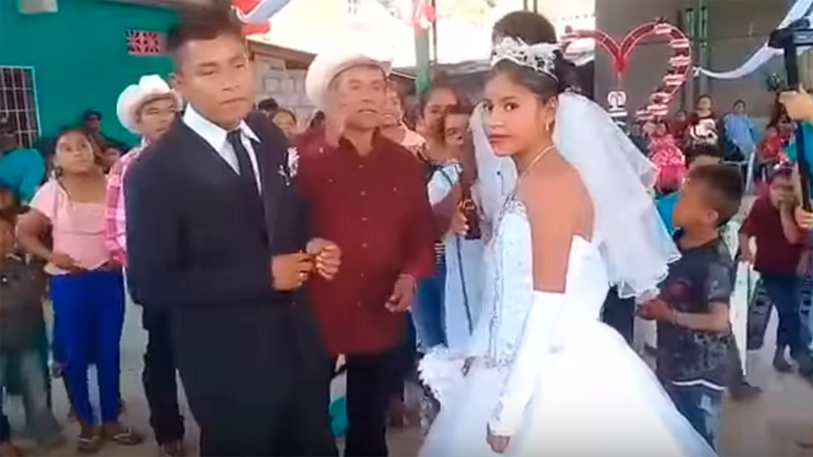 Casan a novios a la fuerza; la llaman la boda más triste de México (VIDEO).