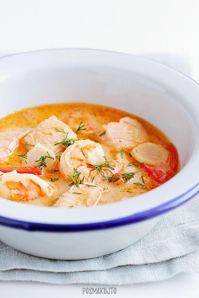Norweska zupa rybna z łososiem i krewetkami