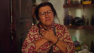 Amor de Mãe: Lurdes descobre que filho está preso e fica em choque
