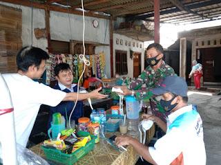 Sosialisasikan Prokes Dan Bagikan Masker Supaya Terhindar Dari Penyebaran Covid-19