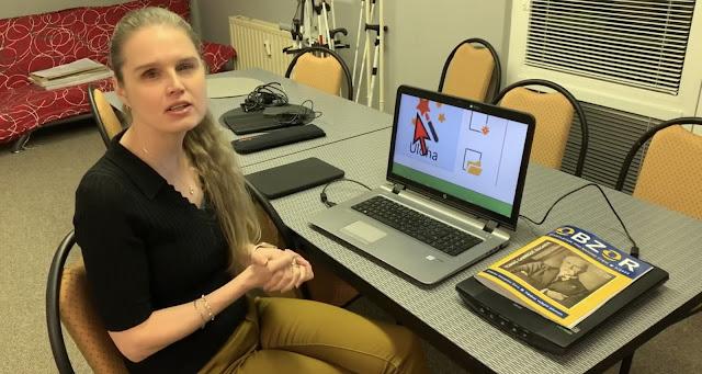 Linda u notebooku se zvětšovacím programem
