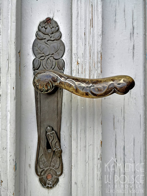 Bojanowo. Kamienica. Drzwi. Architektura. Secesja. Klamka. Szyld.