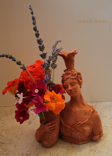 lady, plumes, basket, sarah, myers, art, arte, artist, terracotta, sculpture, vase, escultura, skulptur, flowers, bouquet, arrangement, beautiful, feathers, woman, figurative, decor, decorative, contemporary, modern, red, earthenware, clay, face, eyes, cornucopia, lavender, nasturtiums, jasmine, bougainvillea, spring, printemps, primavera, handmade