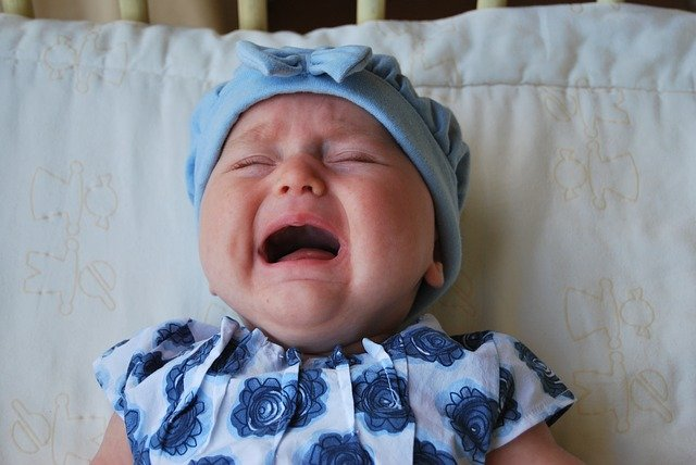 Apa Saja Penyebab Bayi Menangis?