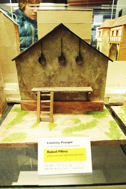 Diorama Raised Pillory