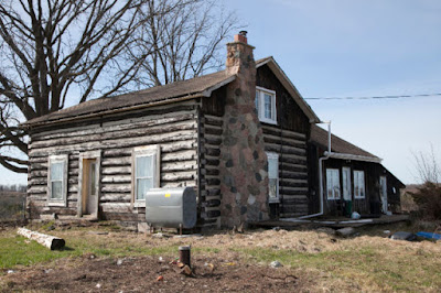 Free Log House built in 1850 ... Take down and Haul away