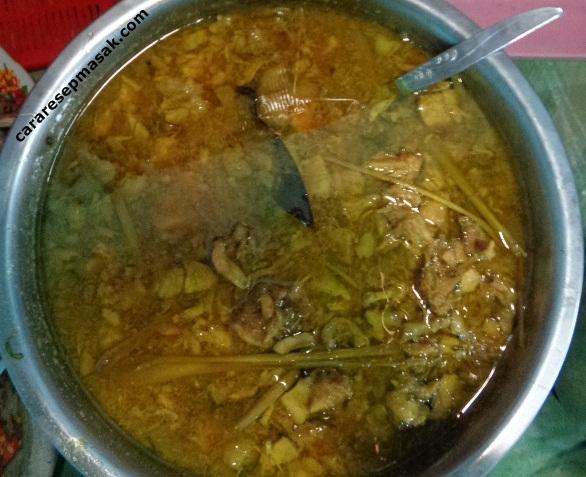 Membuat Kuah Mie Ayam