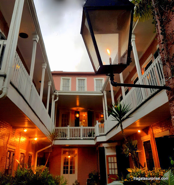 Pátio interno do Lamothe House Hotel, Nova Orleans