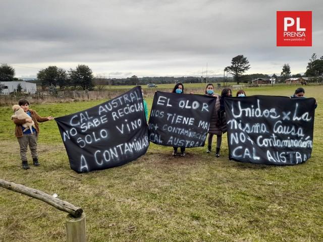 Diputado Santana y dirigentes afectados por malos olores de Cal Austral exigen acelerar resultados de fiscalización