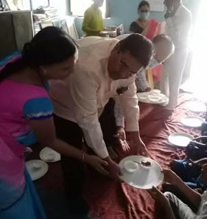 गांधी जयंती पर बच्चों को किया गया भोजनदान