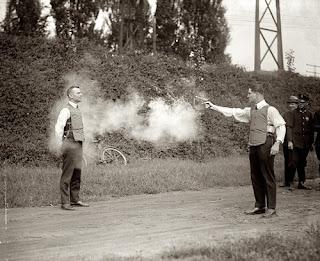 Dalam rangka percobaan Rompi anti peluru