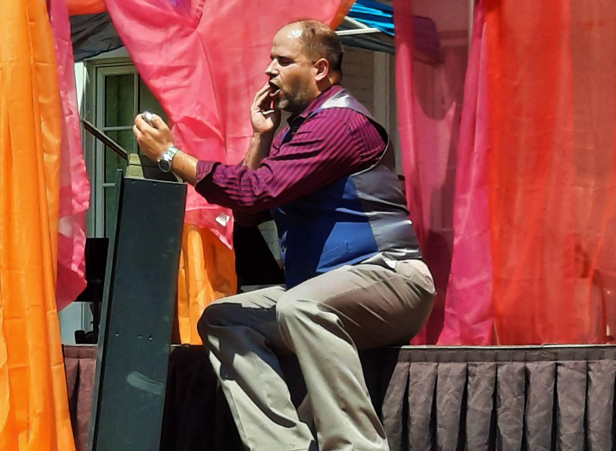 IN REVIEW: tenor MATTHEW VICKERS as Canio in Opera in Williamsburg's production of Ruggero Leoncavallo's PAGLIACCI, 6 June 2021 [Photograph © by Joseph Newsome]