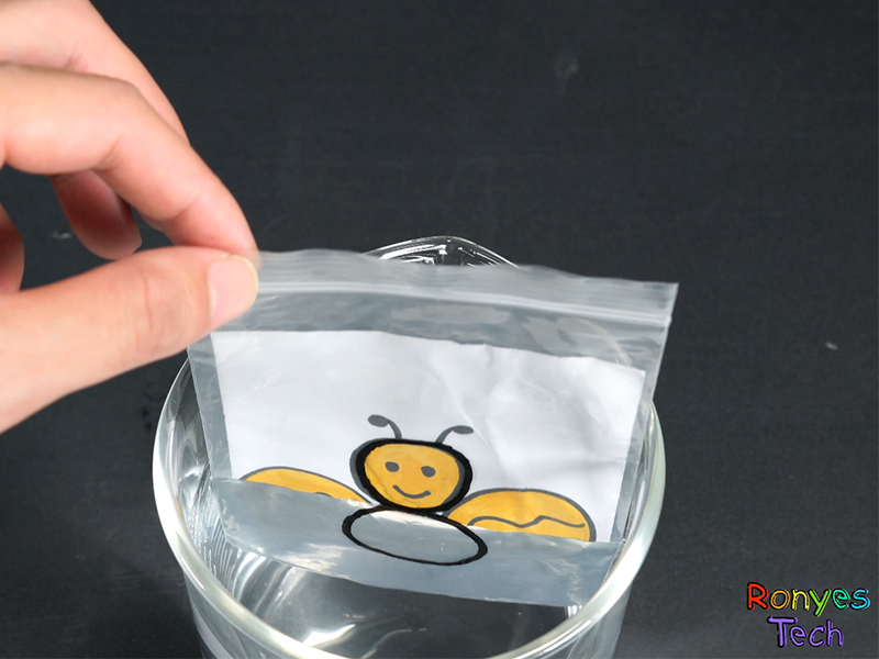 The Zip Lock Bag Water Refraction Science Project Instruction Step4