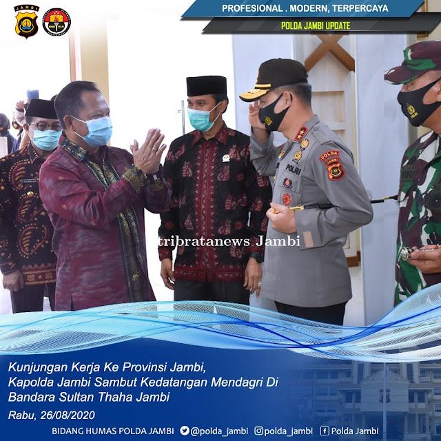 Kapolda Jambi Sambut kedatangan Mendagri Tito Karnavian di Bandara Sultan Thaha