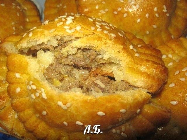 печеные пирожки с мясом в духовке