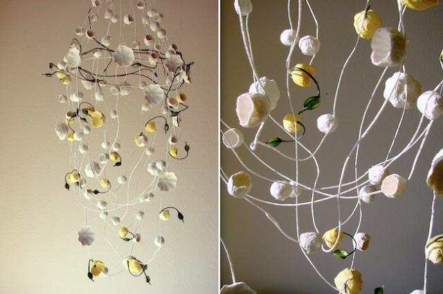 lampadario di carta bianco e giallo