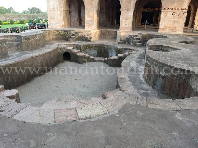 Information about Hindu Bawadi Mandu