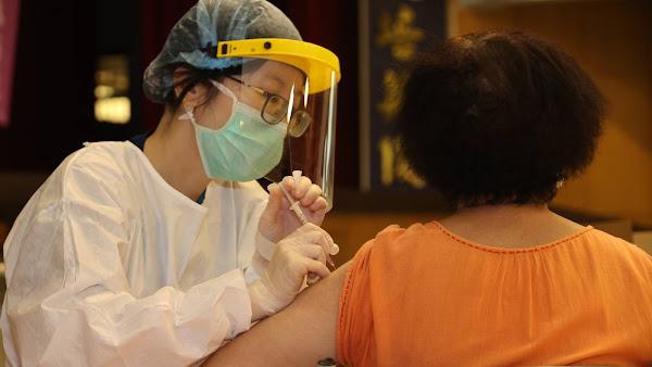 情人節打疫苗兼找對象 常春醫院醫師害羞說「我已婚」