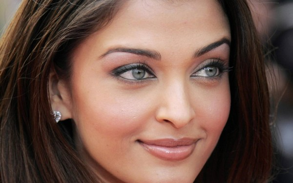 Cute eyes photos of Aishwarya Rai