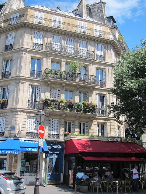 Byggnad nära Hôtel de Ville