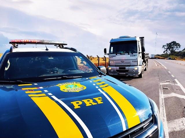 PRF recupera em Campo Grande (MS) caminhão de vítima mantida refém no MT