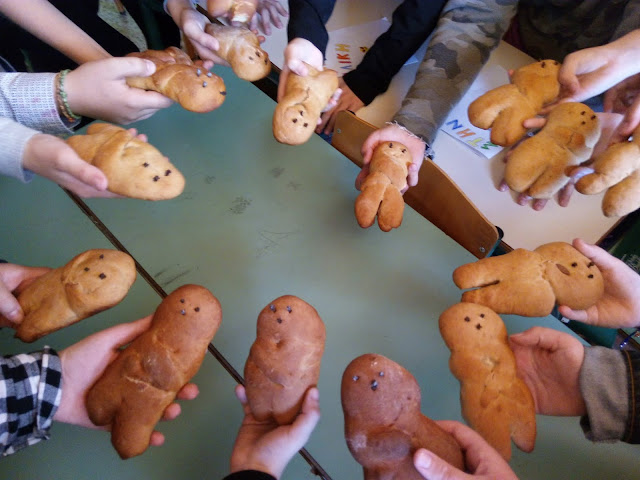 Το παραδοσιακό έθιμο με τα Λαζαράκια αναβίωσαν μαθητές του 2ου Δημοτικού Σχολείου Ναυπλίου