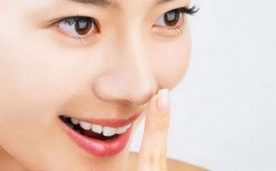 Động tác massage giúp nâng mũi tự nhiên