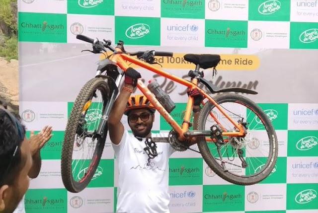 """NEWS पत्रवार्ता : """"छत्तीसगढ़"""" के जांबाज कलेक्टर ने रच दिया इतिहास,100 किलोमीटर लगातार चलाई सायकल और दिया """"मानव तस्करी"""" के रोकथाम व """"पर्यटन जागरूकता"""" का सन्देश"""