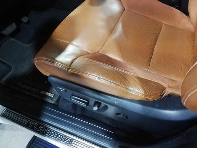 自動車内装修理#231 USトヨタ/ タンドラ クルーマックス1794エディション 革シート擦れ補修before