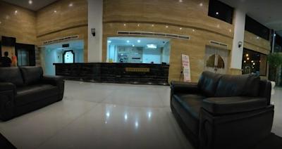 Rumah Sakit Royal Maternity adalah salah satu rumah sakit yang berada di Kota Medan, Sumatera Utara dengan status kepemilikan swasta. Rumah sakit ini memberikan pelayanan kesehatan dalam bidang THT, Bedah Mulut, Kebidanan dan Kandungan, Saraf, Bedah Plastik, serta Bedah Tulang. Rumah Sakit Royal Maternity beralamat di Jl. Sei Mencirim No.55-57, Babura, Kec. Medan Baru, Kota Medan, Sumatera Utara 20153.     Rumah Sakit Royal Maternity ini dikenal juga dengan penangananya yang profesional terhadap pasien melahirkan atau bersalin sehingga tidak sedikit pasien yang nyaman menggunakan jasa Rumah Sakit Royal Maternity. Baru-baru ini seorang youtuber ternama Indonesia yaitu Arif Muhammad yang menciptakan karakter unik dari Mak Beti juga menggunakan jasa Rumah Sakit Royal Maternity untuk membantu istrinya bersalin atas kelahiran anak pertamnya.    Fasilitas Medis Rumah Sakit Royal Maternity     Rumah Sakit Royal Maternity adalah salah satu rumah sakit yang menyediakan fasilitas medis terlengkap yag terdiri dari beberapa jenis yaitu :  1. Mobil Smbulan  2. Laboratoirum  3. Apotek  4. Ruangan Rawat Inap  5. Hemodialisa  6. Ruang Unit Gawat Darurat (UGD)    Fasilitas Ruangan Rawat Inap Rumah Sakit Royal Maternity    Prioritas Rumah Sakit Royal Maternity adalah menyediakan berbagai jenis layanan ruangan rawat inap yang nayaman untuk pasien. Dengan berbagai jenis fasilitas cukup lengkap dan suasana ruangan yang legah dan nyaman sehingga semakin mendukung proses pemulihan kesehatan pasien. Beberapa jenis ruangan rawat inap pada Rumah Sakit Royal Maternity antara lain adalah sebagai berikut ini :  1. Royal King  2. Junior Suite  3. Executif  4. Delux  5. Standart  6. ICU  7. NICU  8. Kamar Bayi  9. Perinatal  10. Ruang Pemulihan    Tindakan Medis Rumah Sakit Royal Maternity    Jenis tindakan medis yang menjadi pelayanan utama dari Rumah Sakit Royal Maternity antara lain sebagai berikut ini :  1. Bedah Anak  2. Bedah Saraf  3. Cabut Gigi  4. Cuci Darah  5. Elektrokardiogram  6. Kem