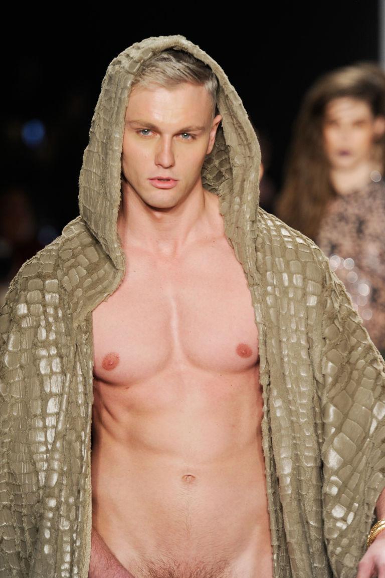 Fashion show male nudes, porno nute fat babe