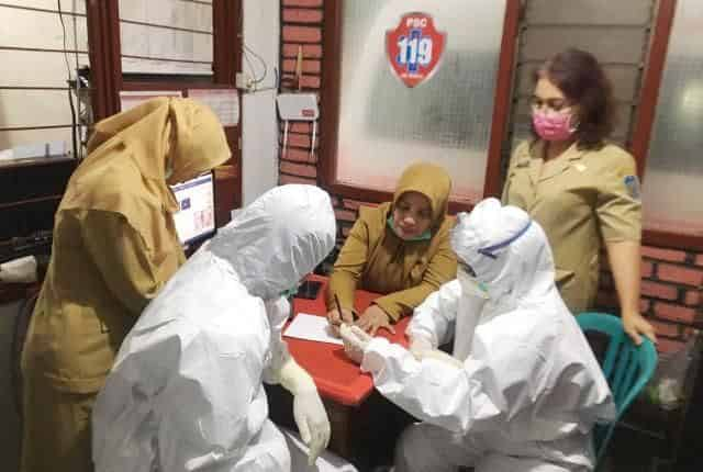 Kesibukan PSC 119 Mengevakuasi Pasien Covid-19 di Masa Pandemi