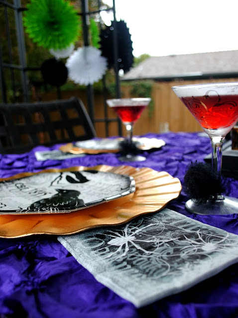 Dress your outdoor table for a Halloween dinner party