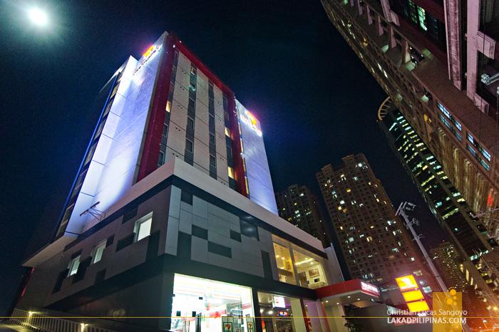 Red Planet Makati Amorsolo Hotel Facade