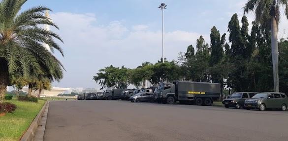 Puluhan Truk TNI-Polri Sudah Padati Monas