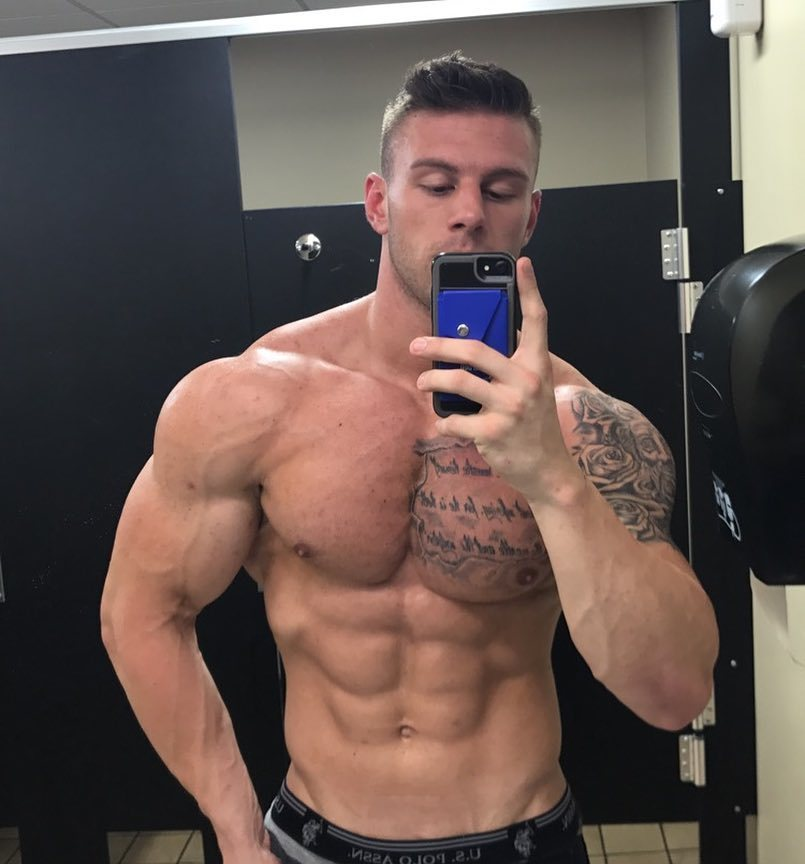 sexy-straight-men-strong-shirtless-muscular-body-masculine-alpha-selfie