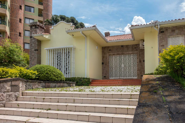 Casa em estilo neocolonial situada na Rua da Paz