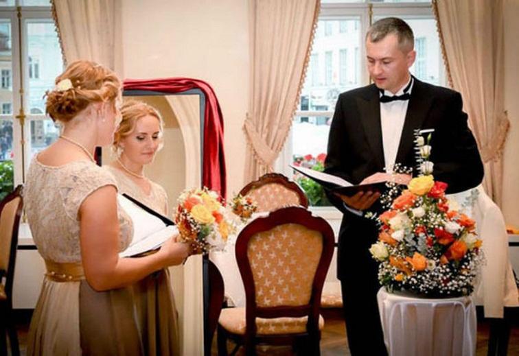 Kisah Wanita yang Menikah dengan Dirinya Sendiri