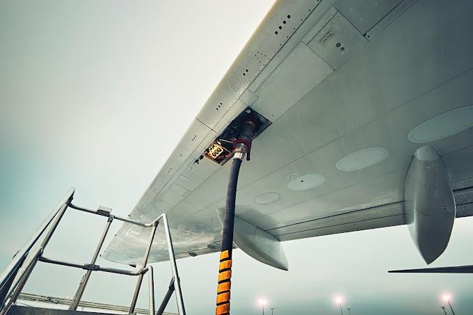 Régimen baja el precio del combustible para aviones para el sector no estatal