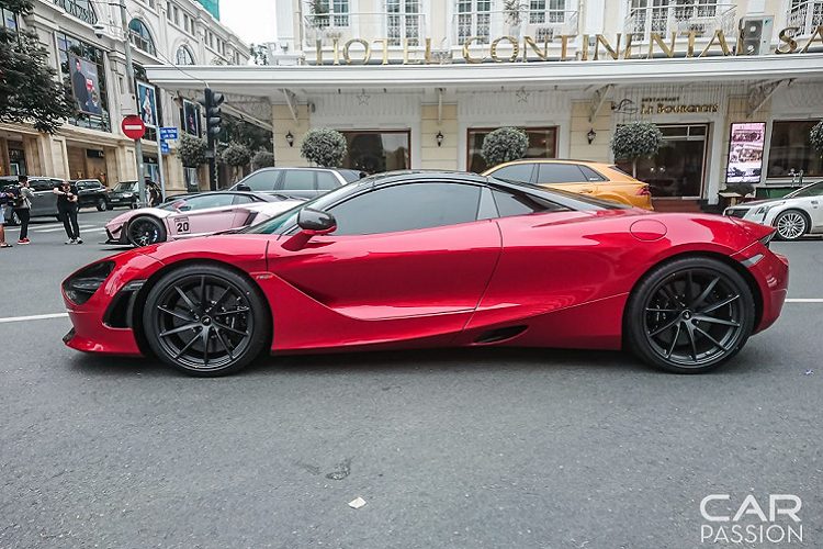 McLaren 720S Spider màu đỏ độc nhất Việt Nam lần đầu xuống phố