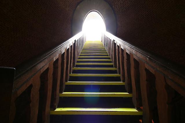 Ada Pintu Menuju Surga Yang Selalu Terbuka Di Dalam Rumahmu, Dan Pintu Itu Adalah...