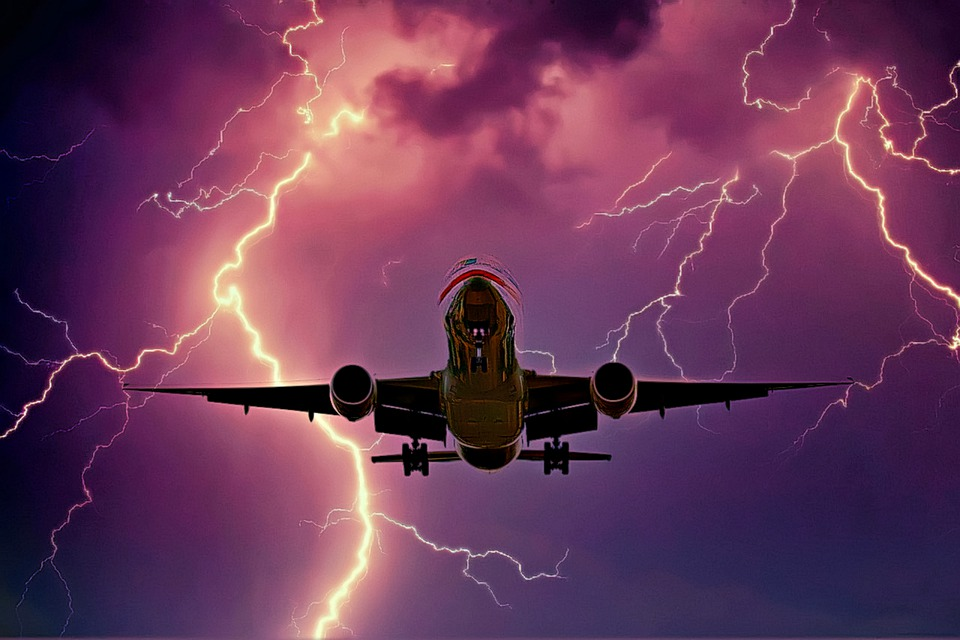 Is it safe to fly in lightning?