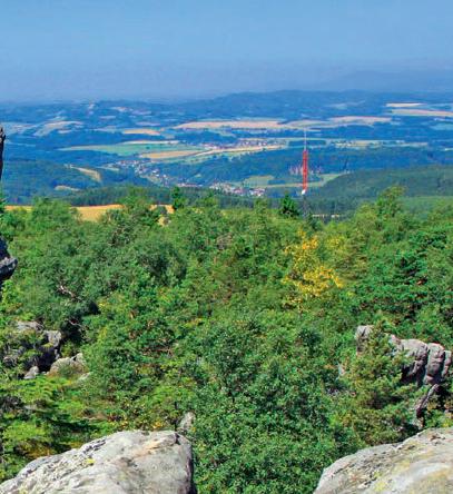 Od 30 milionów lat wiatr i woda rzeźbią w piaskowcu niezwykłe kształty, tworząc niepowtarzalny krajobraz Gór Stołowych.