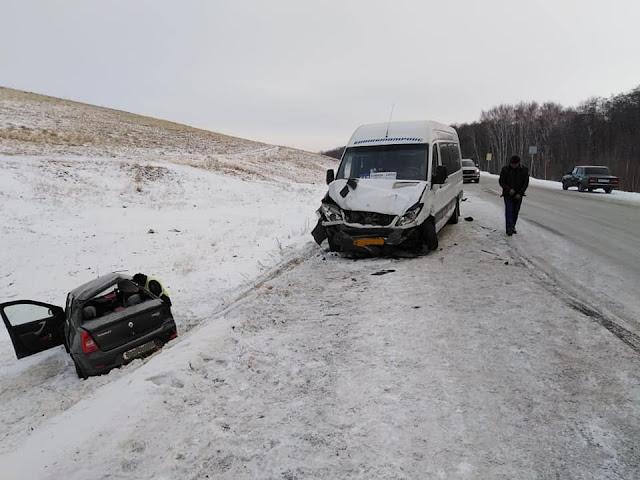 В Башкирии Рено столкнулся с пассажирским автобусом: погиб человек