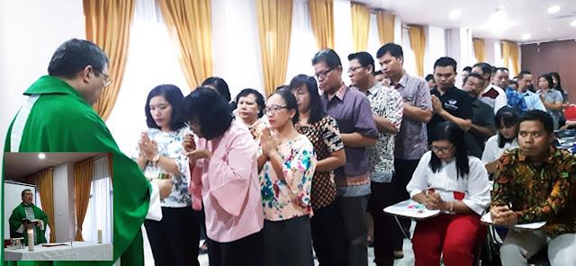 Pastor Erwin Beri Pembekalan Rohani Kepada Guru IPA Saat Diklat Laboran