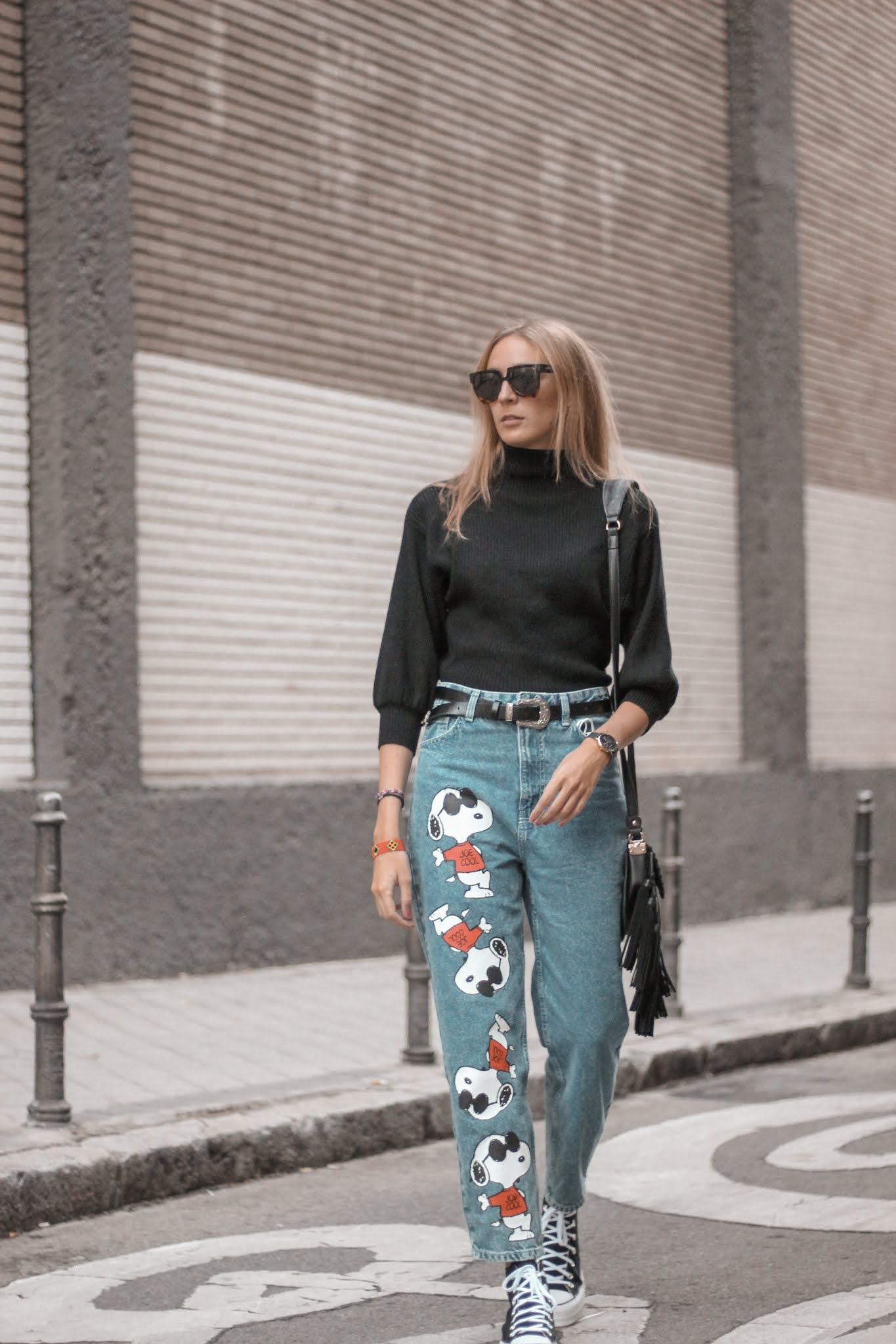 snoopy-mom-jeans-bershka-black-turtle-neck