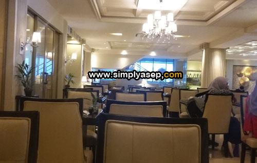 TENANG : Salah satu sudut di lobby yang juga difungsikan sebagai tempat bersantap pagi (breakfast) para tamu Hotel Gajah Mada Pontianak. Foto Asep Haryono